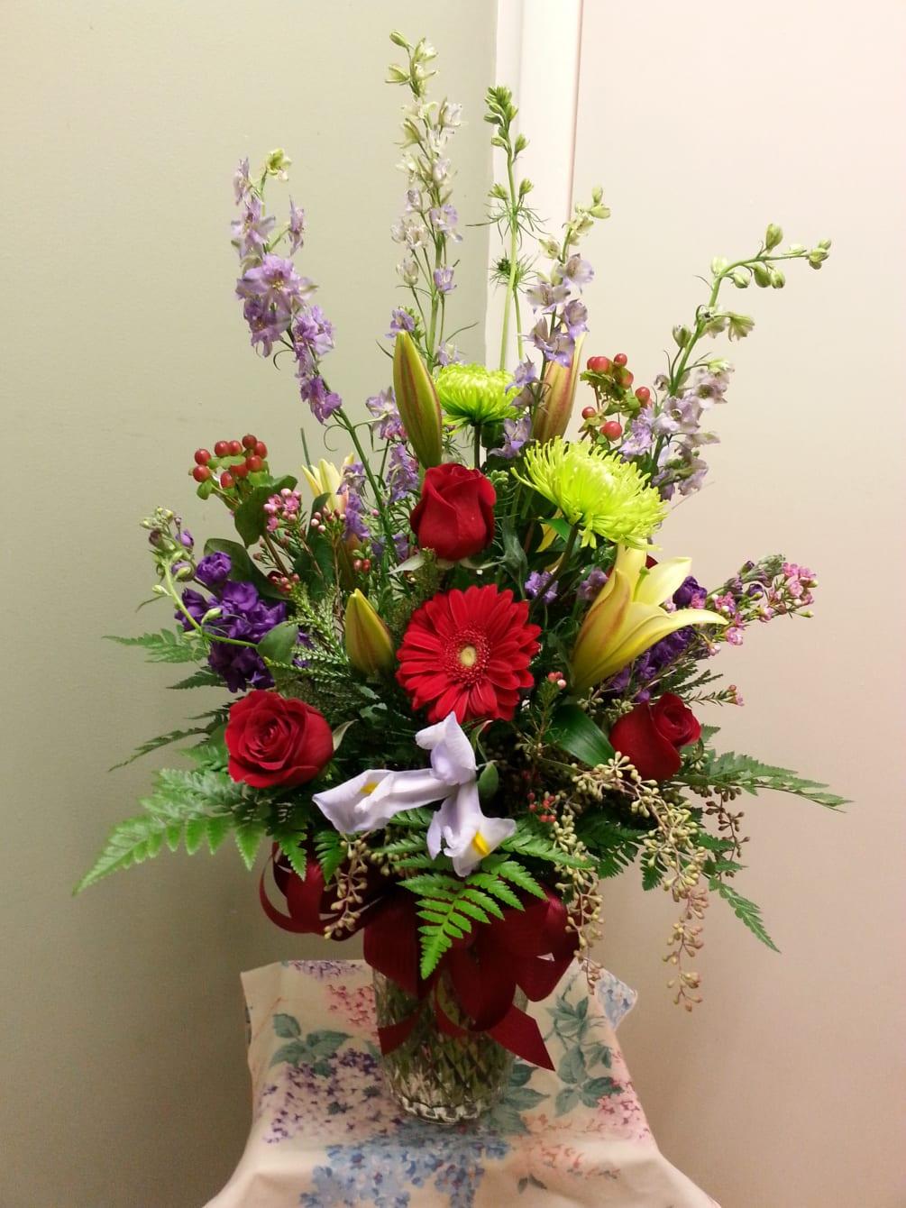 Red Rose, garden mix Vase