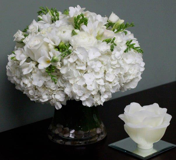 White Flowers Simply Chic Los Angeles Florist By Los Angeles Florist