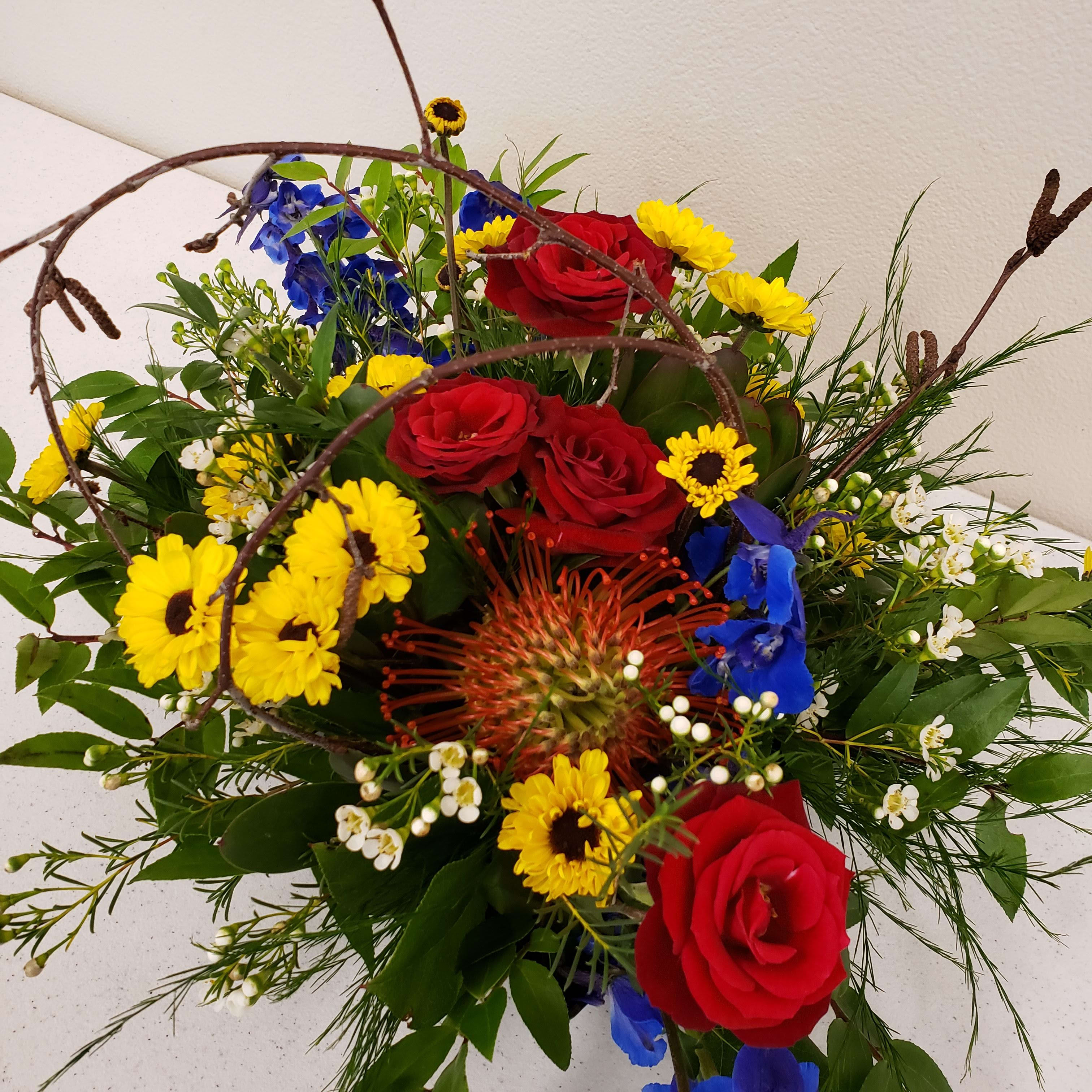 Summer Fun Flower Arrangement In Olympia Wa Specialty Floral Design