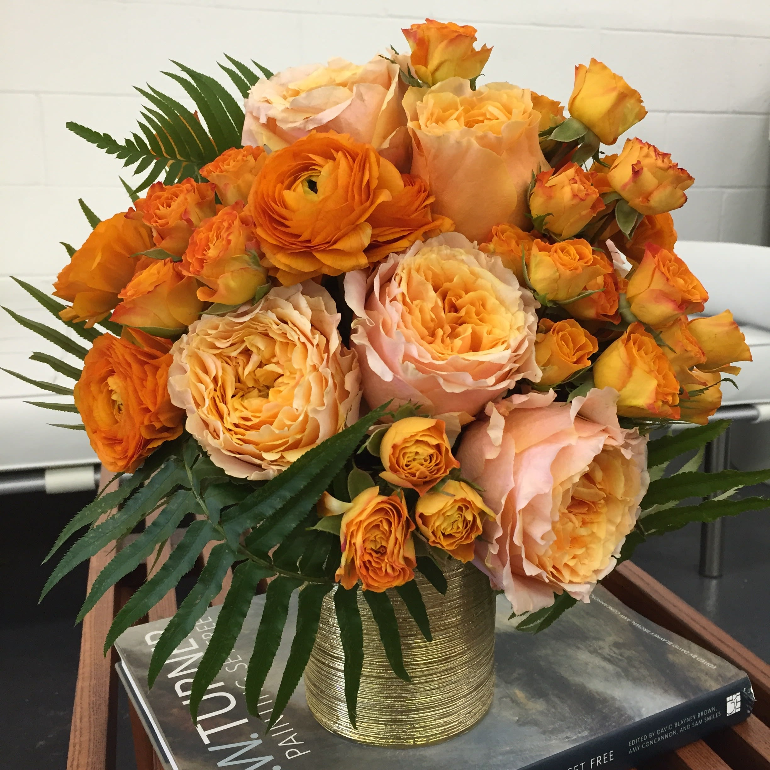 Orange Sorbet Roses And Ranunculus In Los Angeles Ca Be A Tall Poppy